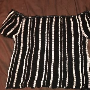 Kendall & Kylie Tops - Kendall & Kylie PacSun black and white crop size L